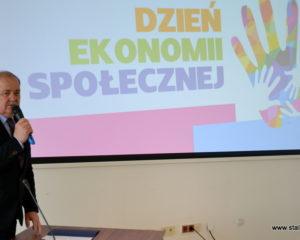 Prezentacja Dnia Ekonomii Społecznej na rzutniku