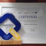 Certyfikat i statuetka Znaku Jakości Ekonomii Społecznej i Solidarnej 2018